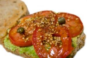 Bocadillo de tomate y aguacate