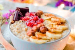 Porridge de avena con fruta