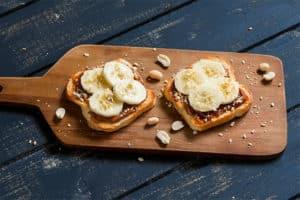 Desayunos Veganos: Tostadas con crema de cacahuete y plátano